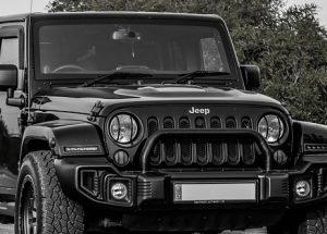 defensa delantera de un 4x4 jeep negro